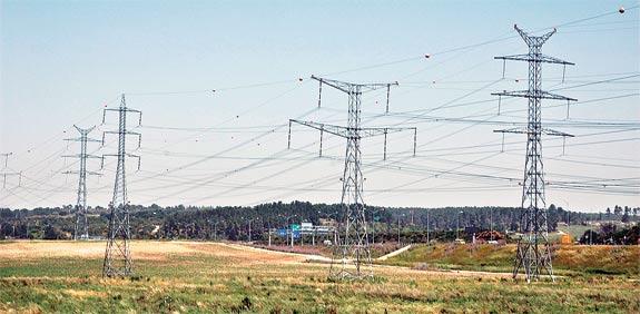 עמודי חשמל חברת החשמל אנרגיה / צלם: תמר מצפי